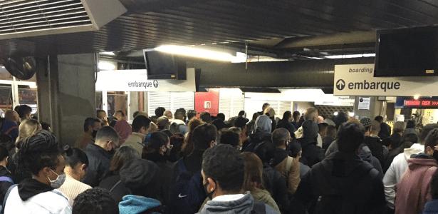 Problemas no transporte público   Metrô de São Paulo tem falhas e lentidão nas linhas Azul e Vermelha