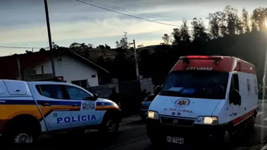 Carros da Polícia Militar e do Samu durante a ocorrência em Ouro Fino (MG) - Reprodução