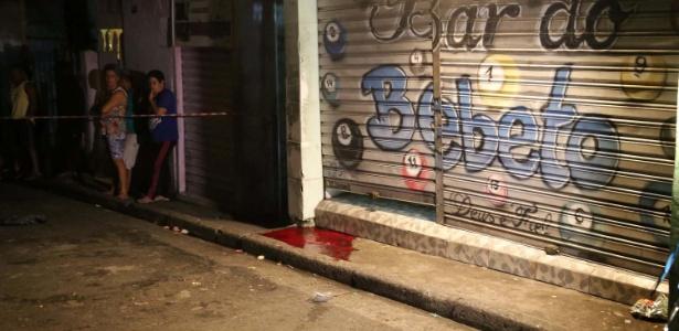 2.jan.2016 - Quatro pessoas foram mortas a tiros após ataque a um bar na Vila Galvão, em Guarulhos, na Grande São Paulo