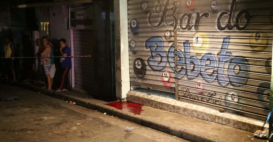 2.jan.2016 - Quatro pessoas foram mortas a tiros na madrugada deste sábado após ataque a um bar na Vila Galvão, em Guarulhos, na Grande São Paulo. Uma quinta vítima está internada em estado grave