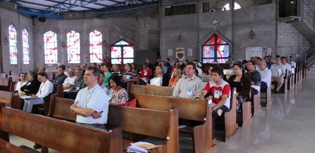 Com medo de H1N1, igreja de Taubaté corta procissão e até oração de mão dada