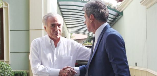 Senador Romero Jucá (d) é um dos principais aliados de Michel Temer no Congresso
