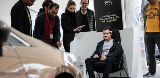 Montadora alemã apresentou carro que é ligado pelo pensamento durante o Salão do Automóvel de Paris