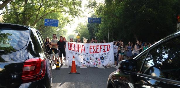 Estudantes da UFRGS protestam contra a PEC do Teto - Roberto Vinicius/Estadão Conteúdo