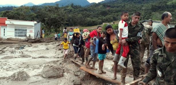 Exército colombiano ajuda vítimas do deslizamento em Mocoa