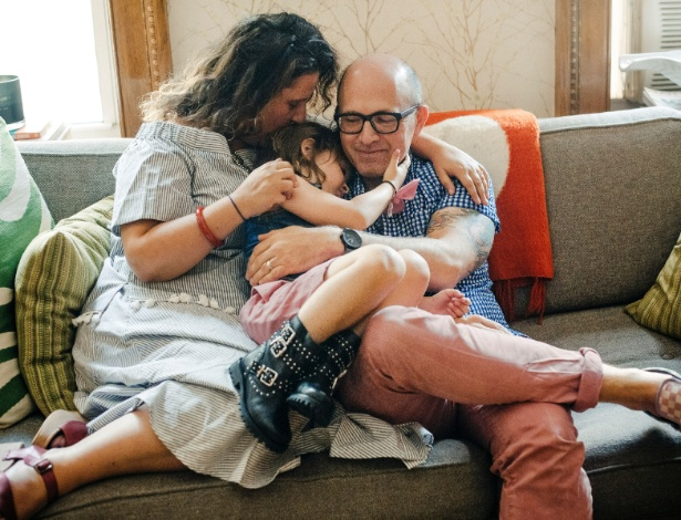 Danielle Super e Michael Davis com seu filho Leo, de 5 anos - Annie Tritt/The New York Times