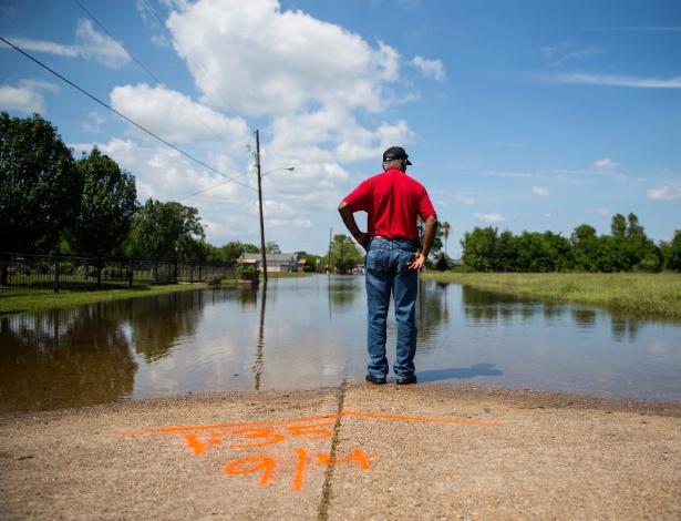 Inundações causadas pelo furacão Harvey permanecem em Port Arthur, no Texas