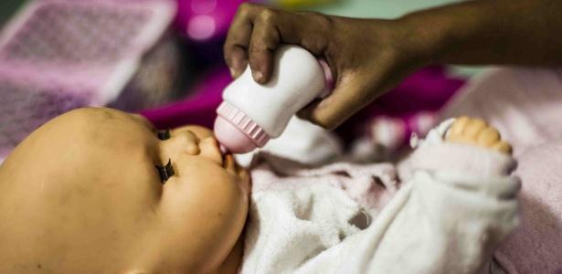 Criança espera adoção em entidade assistencial em São Paulo