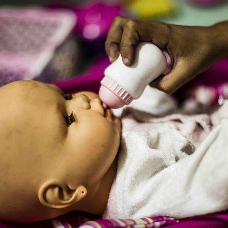 Criança espera adoção em entidade assistencial em São Paulo - Adriano Vizoni/Folhapress