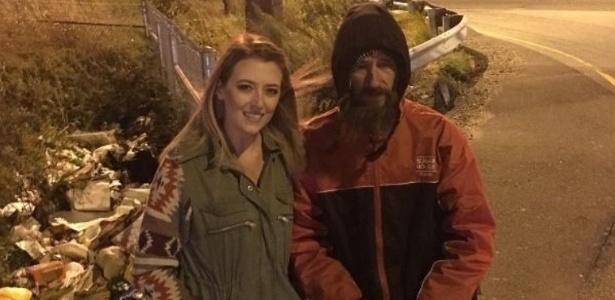 Kate McClure arrecadou mais de US$ 400 mil para um homem sem-teto que a ajudou quando seu carro sofreu uma pane - Reprodução/ gofundme