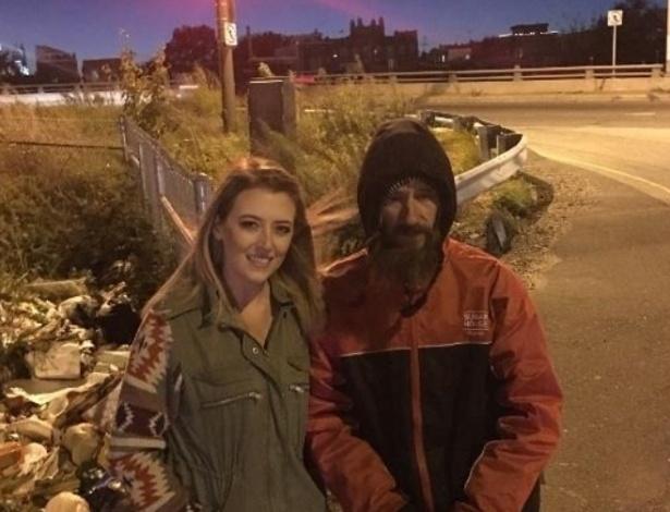 Kate McClure arrecadou mais de US$ 60 mil para um homem sem-teto que a ajudou quando seu carro sofreu uma pane - Reprodução/ gofundme