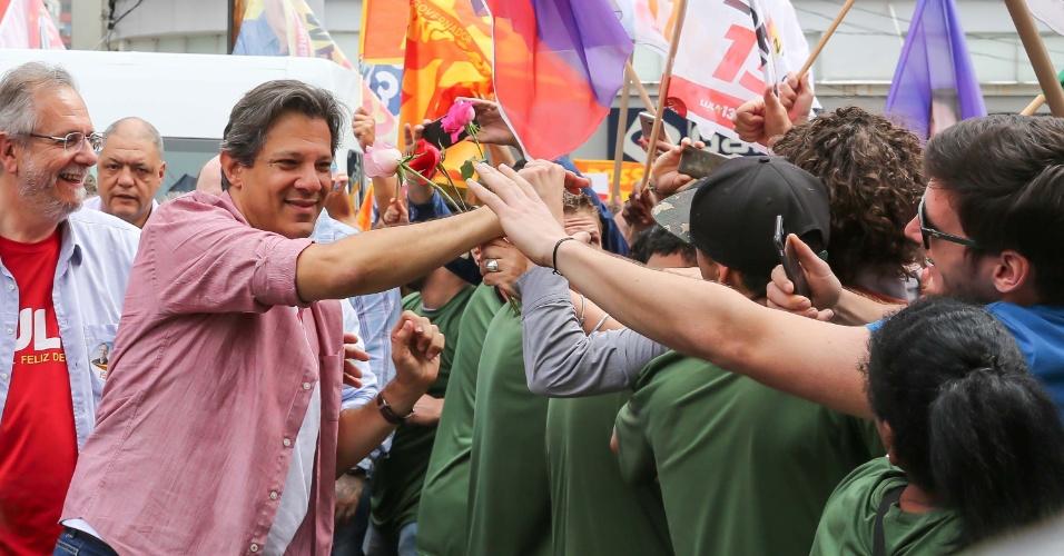 27.set.2018 - O candidato à presidência da República pelo PT, Fernando Haddad cumpre agenda de campanha em Caxias do Sul (RS), no começo da tarde desta quinta-feira (27)