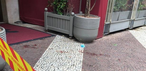 Parte da fachada do hotel no Largo do Arouche onde uma travesti pediu socorro, nesta madrugada, pouco antes de morrer