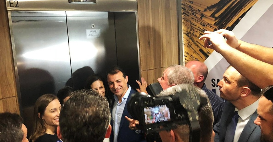 28.out.2018 - O governador eleito de Santa Catarina, Comandante Moisés (PSL), é recebido no TRE (Tribunal Regional Eleitoral) após a vitória
