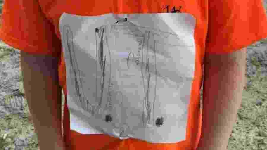 Camisa improvisado por garoto fã da Universidade do Tennessee - Reprodução
