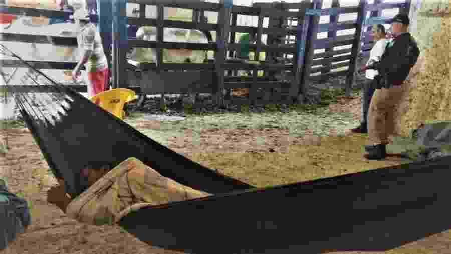 Na Vaquejada de Serrinha, na Bahia, trabalhadores tinham que dormir em redes ao lado do curral - Gerusia Barros/Auditoria Fiscal do Trabalho