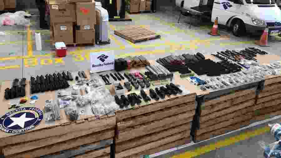 Peças de 24 fuzis foram encontradas escondidas em mercadoria que vinha dos EUA - Divulgação/Receita Federal