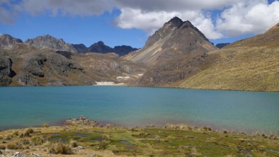 """No alto dos Andes, uma área pantanosa chamada """"bofedal"""" ajuda a reter a água o ano todo e a abastecer vilarejos localizados mais abaixo, incluindo Lima, durante a estação de seca - Erica Gies"""