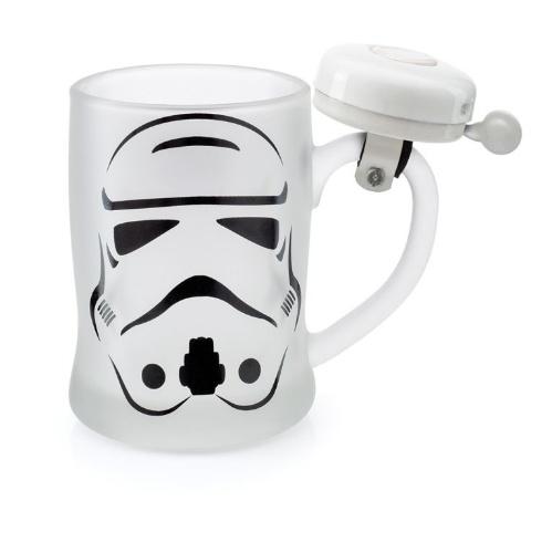 Caneco com personagem Stormtrooper, da Imaginarium. O produto tem uma campainha na alça e custa R$ 69,90