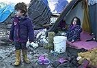 Refugiados passam o natal em meio à lama na França