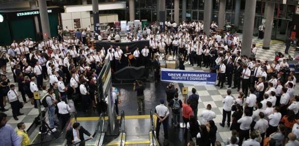 Aeroviários e aeronautas fizeram manifestação no aeroporto de Congonhas na manhã desta quarta-feira (3)