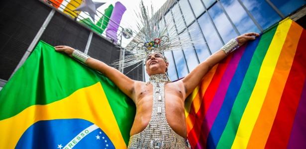 Participante durante a Parada Gay em São Paulo
