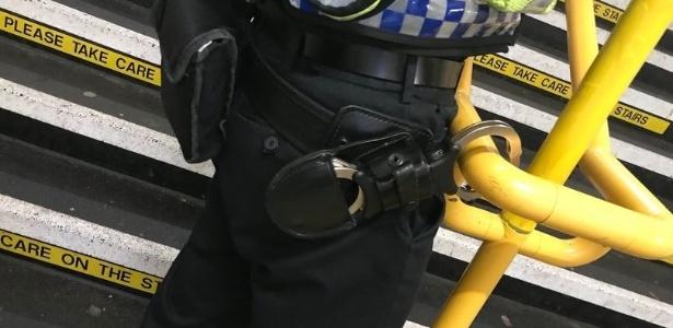 Como o policial conseguiu se algemar é um mistério