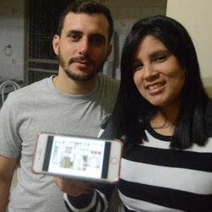 Rodrigo Mion e Poulyana Alexandre aguardam entrega de sua casa em 2020; no celular, a planta do imóvel - Beto Macário/UOL