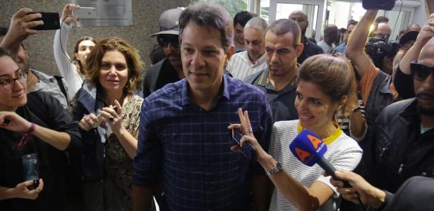 14.out.2018 - O candidato do PT à Presidência da República, Fernando Haddad, participa de encontro com pessoas com deficiência em um hotel no centro de São Paulo