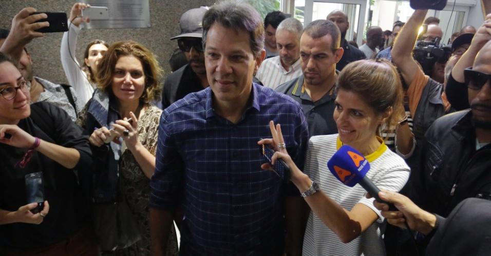 14.out.2018 - O candidato do PT à Presidência da República, Fernando Haddad, participa de encontro com portadores de deficiência em um hotel no centro de São Paulo.