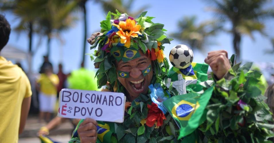 Eleitor de Jair Bolsonaro (PSL) é fotografado no Rio de Janeiro durante o segundo turno das eleições presidenciais