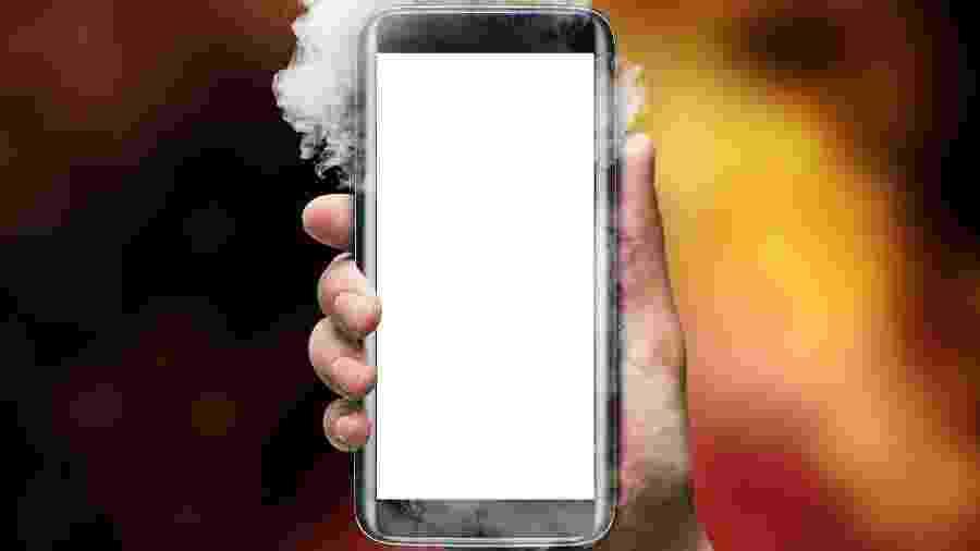 """Além do uso """"mais puxado"""", smartphones esquentam mais quando estão carregando - Getty Images"""