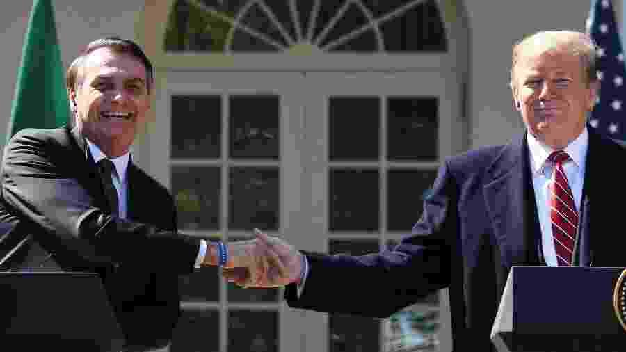 Bolsonaro e Trump participam de cerimônia no jardim da Casa Branca, onde discursaram e concederam entrevistas - AFP