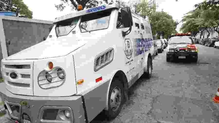 Carro forte da Brinks - André Vicente/Folha Imagem