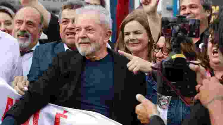 O ex-presidente Lula deixa a carceragem da PF em Curitiba - CASSIANO ROSÁRIO/FUTURA PRESS//ESTADÃO CONTEÚDO - CASSIANO ROSÁRIO/FUTURA PRESS//ESTADÃO CONTEÚDO