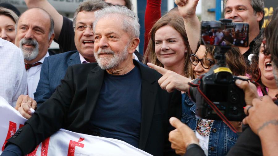 O ex-presidente Lula deixou a carceragem da PF em Curitiba na última sexta (8) - Cassiano Rosário - 8.nov.2019/Futura Press/Estadão Conteúdo