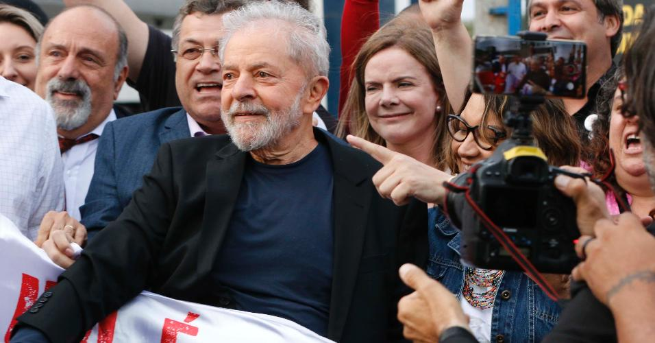 O ex-presidente Lula deixa a carceragem da PF em Curitiba