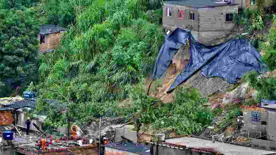 Duas casas desabaram em Ibirité, na região metropolitana de Belo Horizonte - Uarlen Valério/Estadão Conteúdo