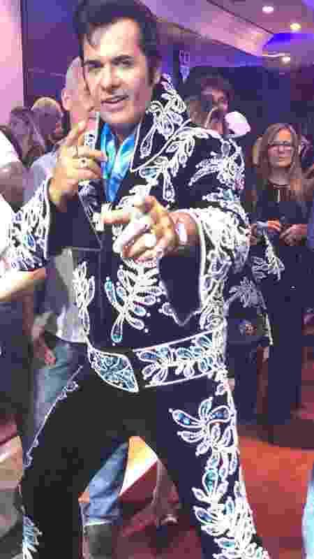 Elvis cover, em canja no camarote VIP - Paulo Sampaio/UOL - Paulo Sampaio/UOL