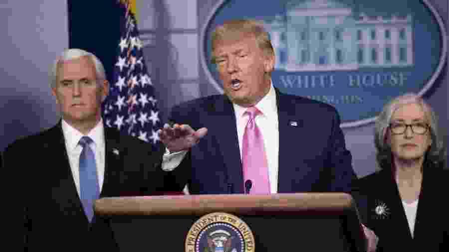 26.fev.2020 - O presidente dos EUA, Donald Trump, concede entrevista coletiva na Casa Branca ao lado do vice-presidente Mike Pence - Liu Jie/Xinhua