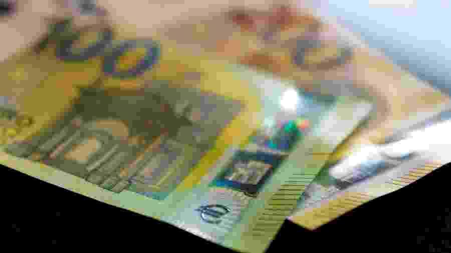 Notas de 100 e 200 euros - KAI PFAFFENBACH