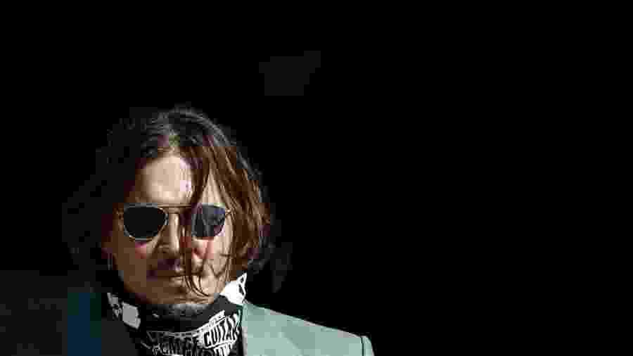 Ator Johnny Depp durante chegada a tribunal em Londres - SIMON DAWSON
