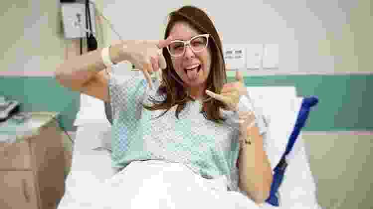Giovanna posa para foto um dia depois do transplante - Arquivo pessoal - Arquivo pessoal