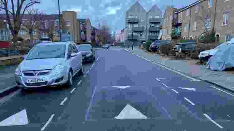 Redutores de velocidade instalados nas ruas de Londres - BBC News Brasil - BBC News Brasil
