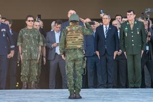 Jair Bolsonaro, ao lado de chefes militares, recebe convite para participar da Operação Formosa - ANTONIO MOLINA/FOTOARENA/FOTOARENA/ESTADÃO CONTEÚDO