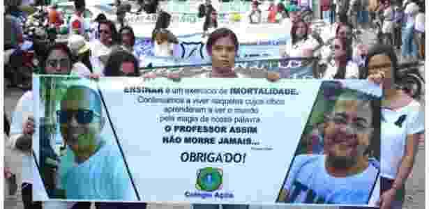 Estudantes protestam após morte de professores - Uoston Pereira/BBC