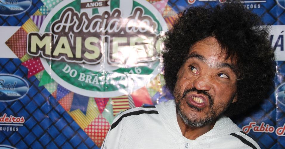 """O auxiliar de serviços gerais Luiz Armando Porto, 40, conhecido como ?boneco Chuck?, foi o grande vencedor da 10ª edição do concurso """"O Homem mais feio do Brasil"""""""