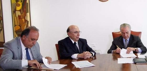 26.jan.2017 - Pezão em reunião com Temer e Meirelles sobre plano de recuperação fiscal