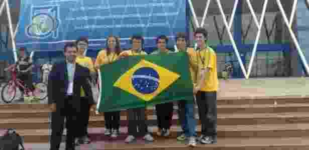 Deborah Alves e a equipe que representou o Brasil na IMO de 2010, que aconteceu no Cazaquistão - Arquivo pessoal - Arquivo pessoal