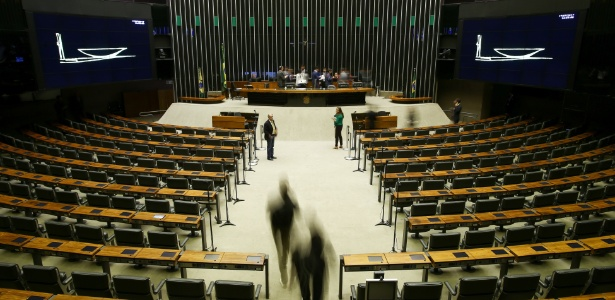 Dança das cadeiras do Congresso: deputados trocam de sigla por eleição e recursos